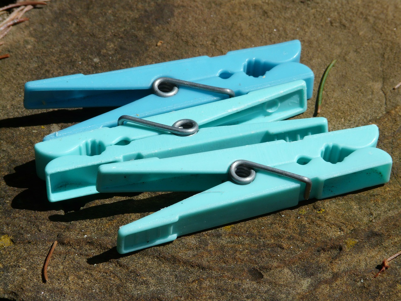 clothes peg clip blue free photo