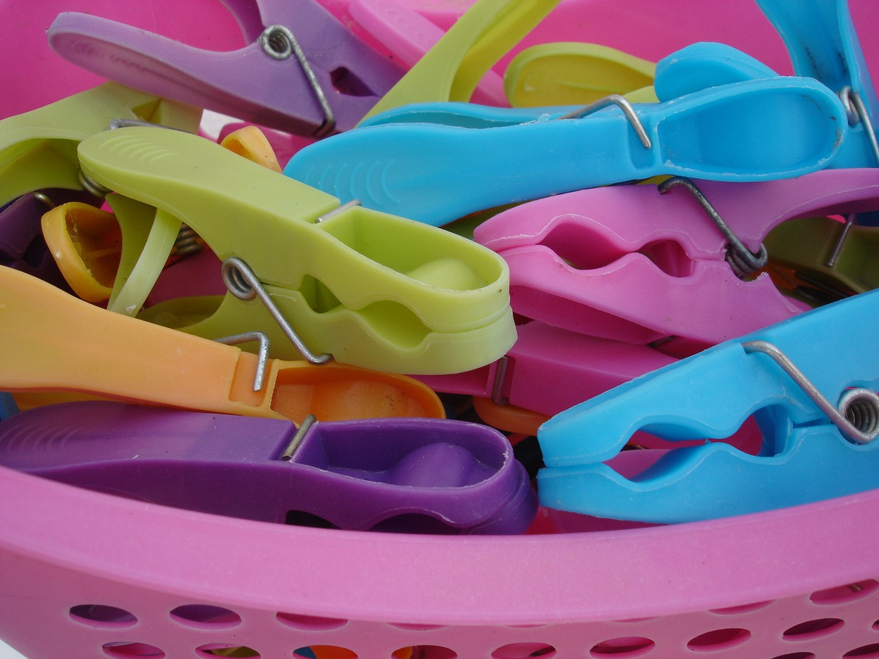 clothespins colorful plastic free photo