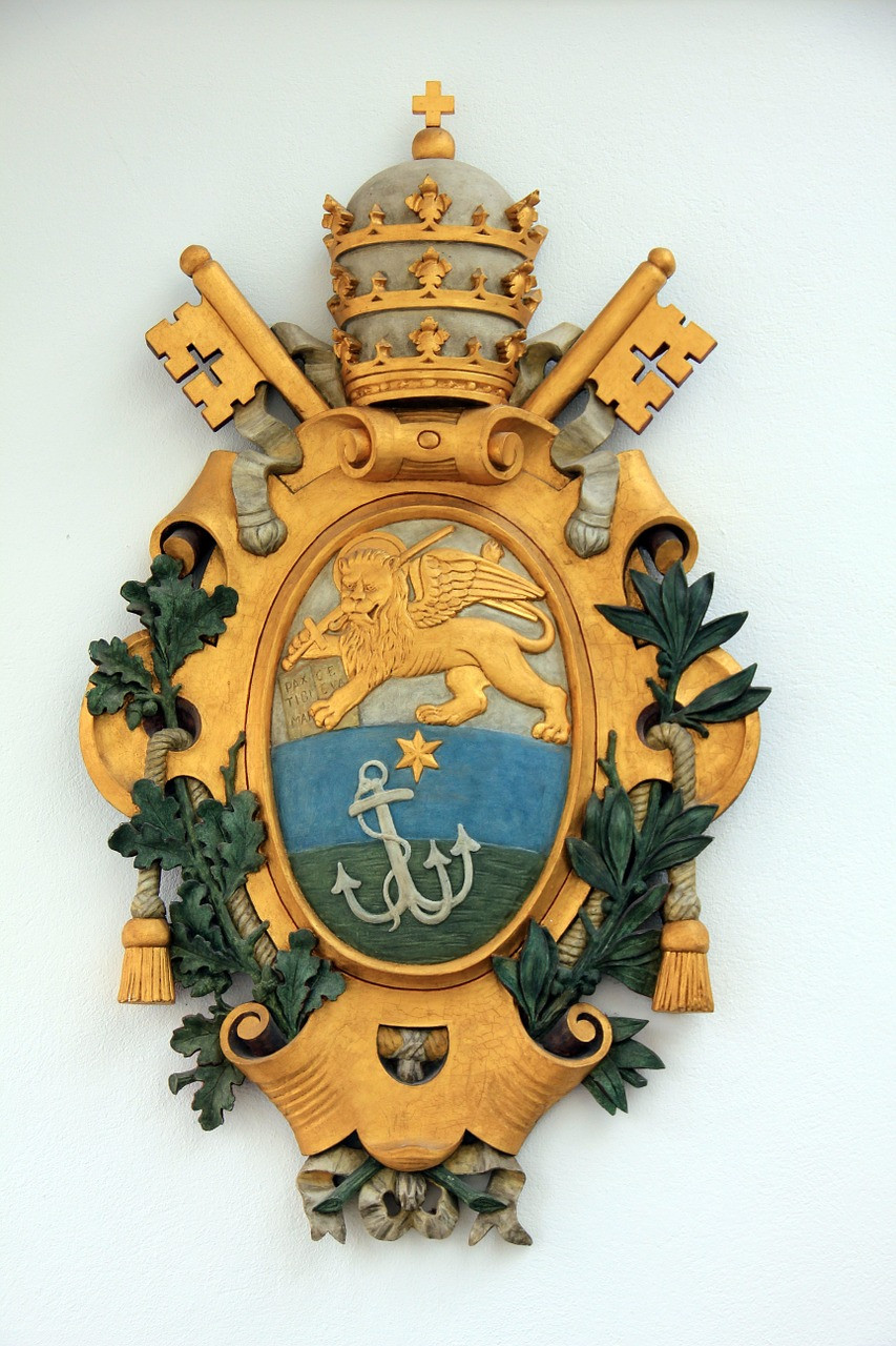 coat of arms gold source free photo