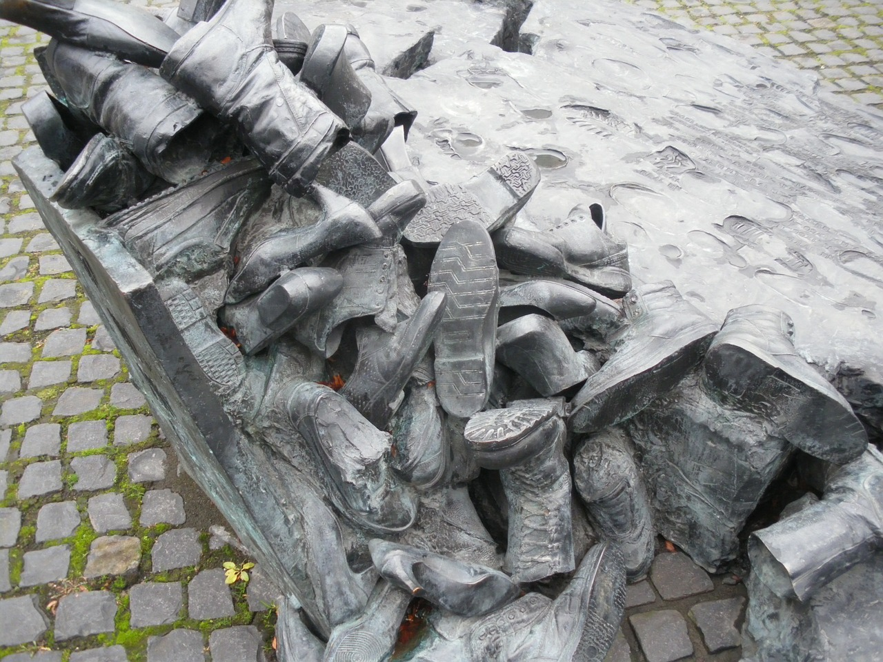 cologne shoes memorial free photo