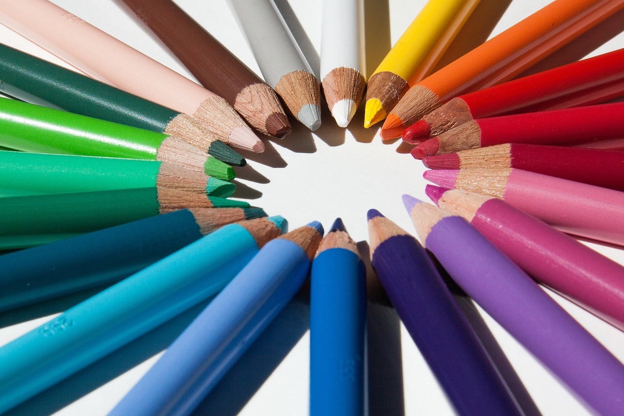 colored pencils,colour pencils,star,color circle,writing or drawing device,colorful,with coloured mines,cover of the mine,lacquered wood,different colored crayons,pointed,tips on,leave,draw,sketch,graphic design,free pictures, free photos, free images, royalty free, free illustrations, public domain