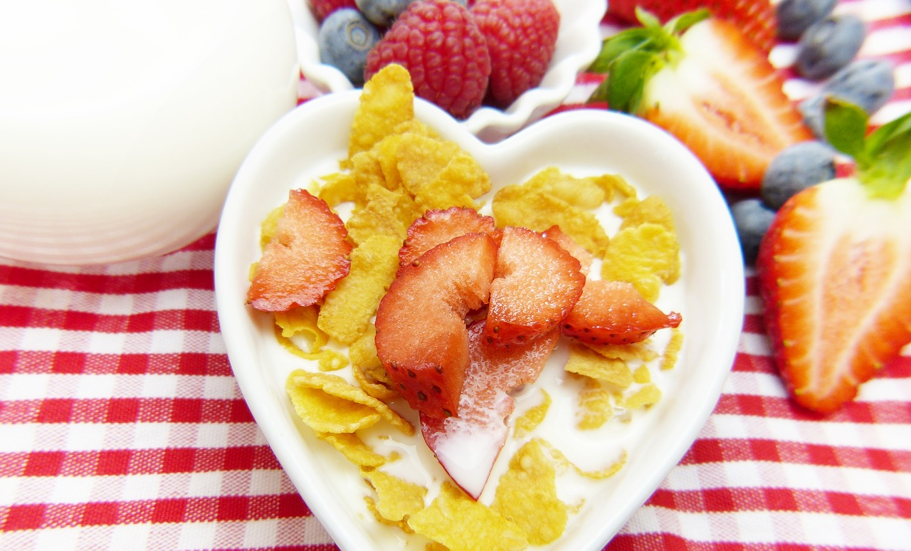 cornflakes milk fruit free photo