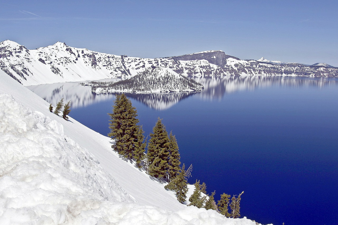 crater lake winter snow free photo