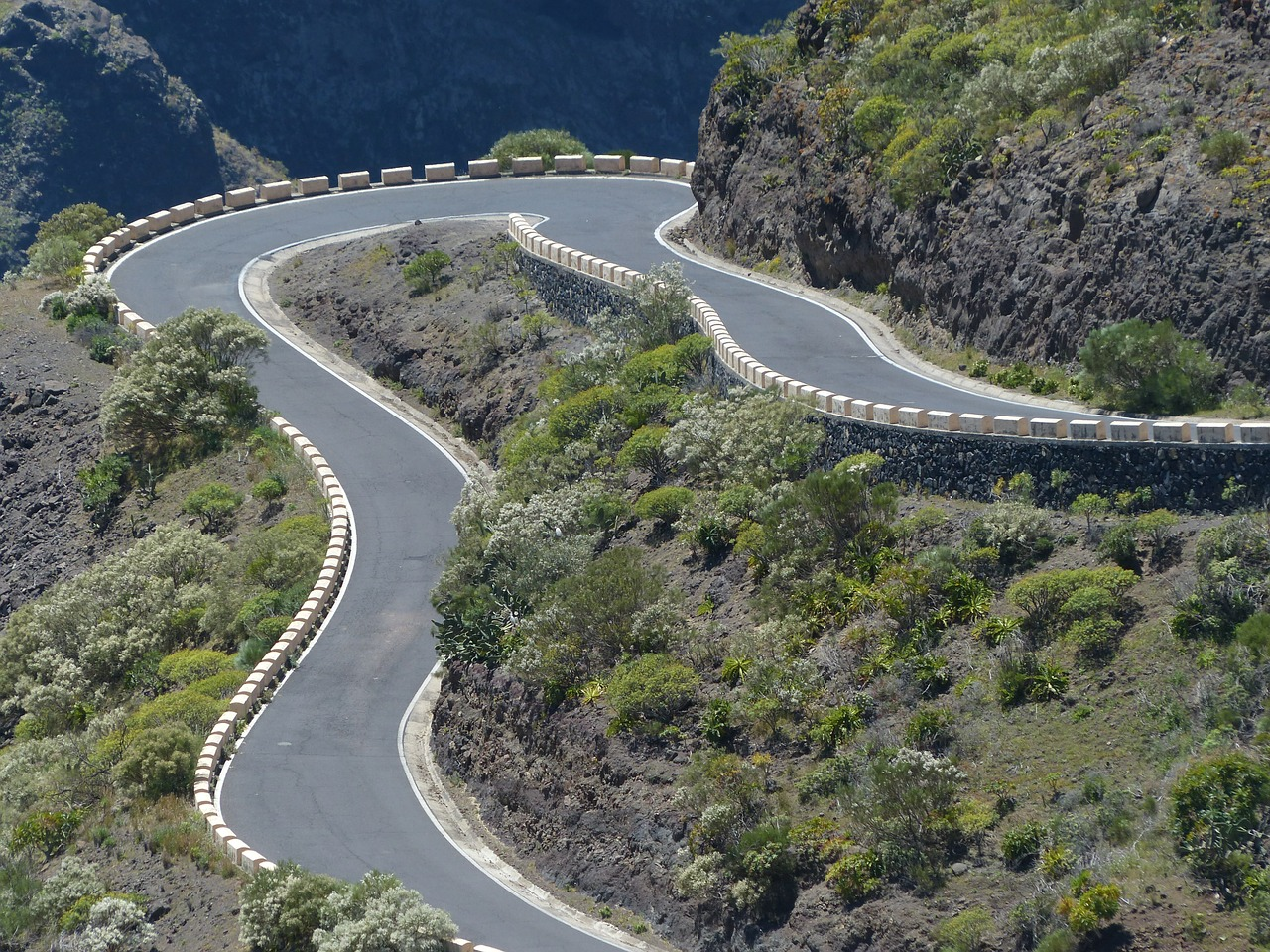 curve,return,pass road,mountain road,road,mountains,steep,eng,limit,teno mountains,mountain,tenerife,canary islands,free pictures, free photos, free images, royalty free, free illustrations, public domain