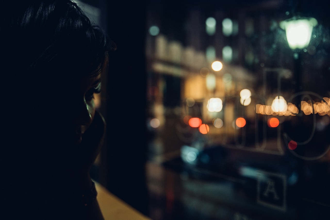 dark,night,people,woman,calling,phone,blur,bokeh,free pictures, free photos, free images, royalty free, free illustrations, public domain