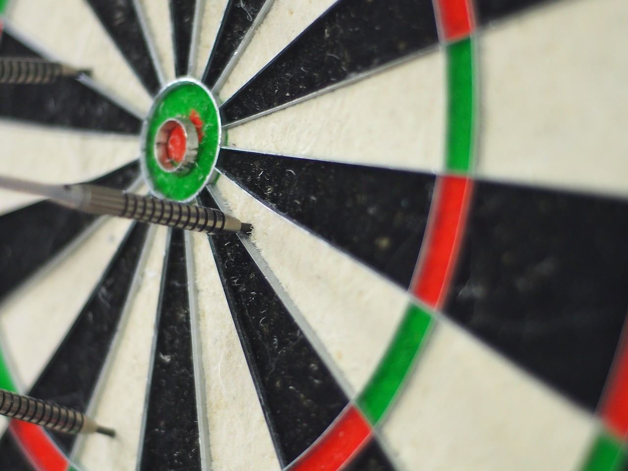 darts game aim free picture