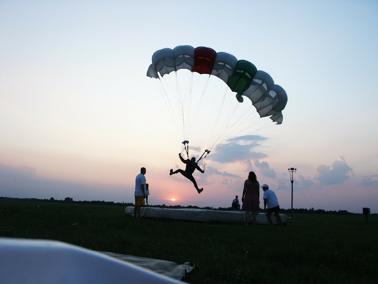 day s parachute setting sun na free photo