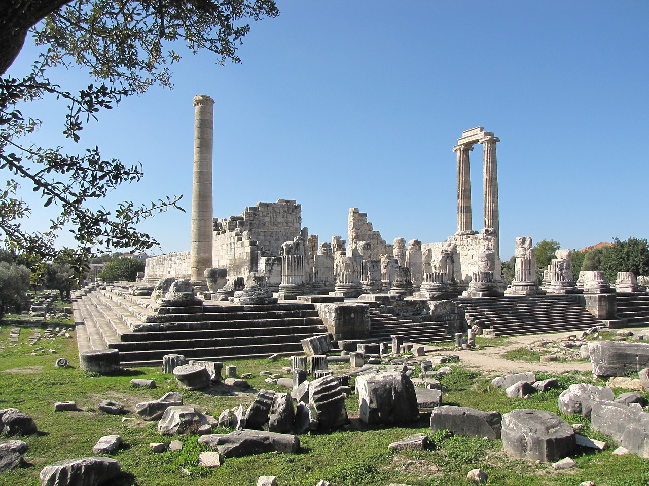 a snippet of the things to do in didyma: apollo temple