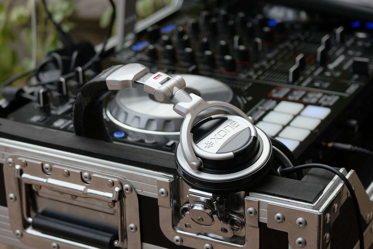 dj music equipment free photo