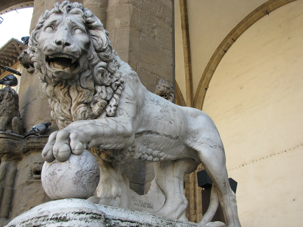 donatello's statue lion statue free photo