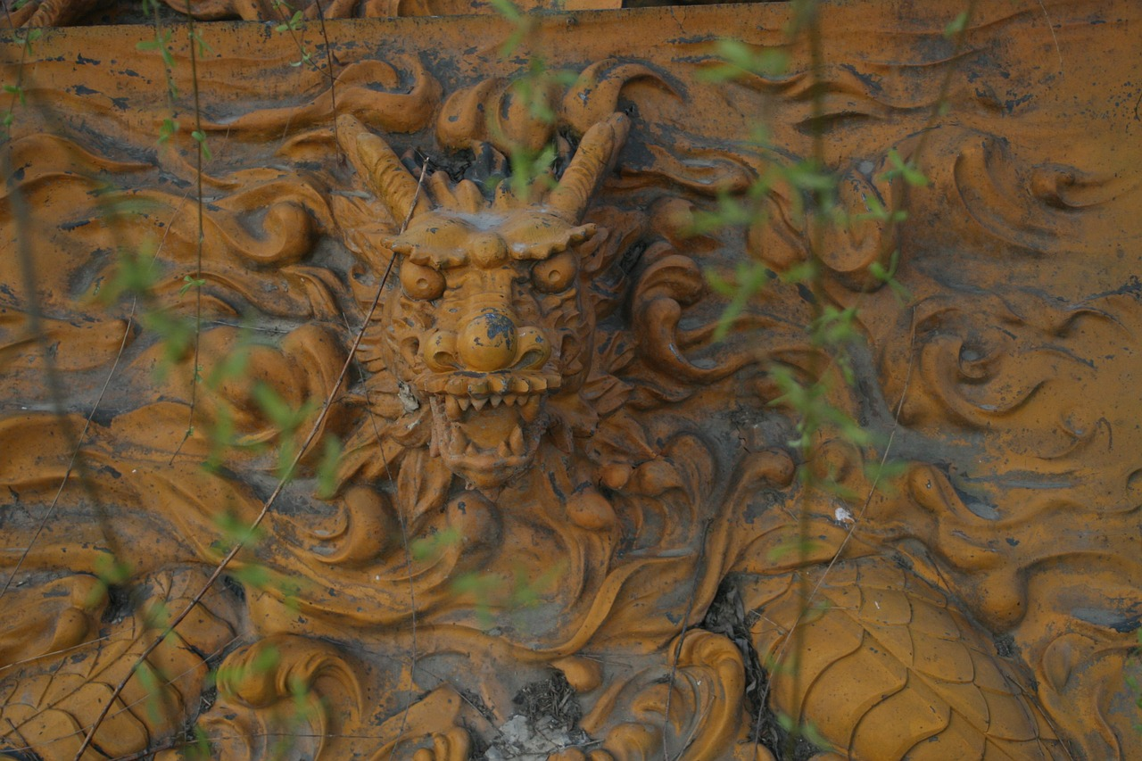 dragon sculpture bas-relief free photo