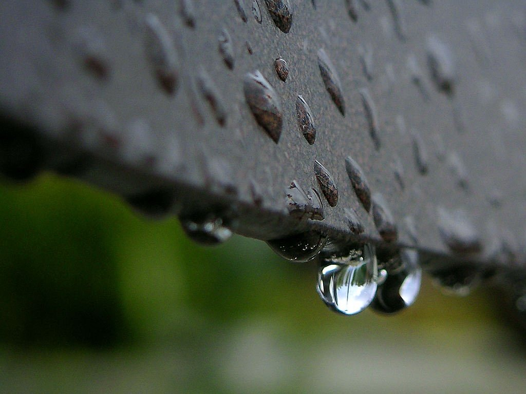 drop of water close reflection free picture
