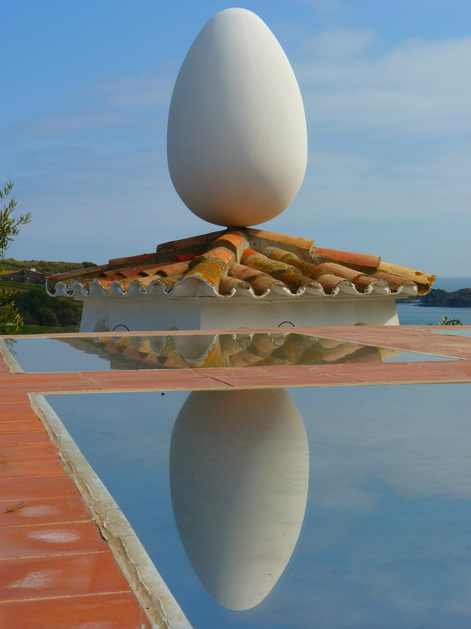 egg roof mirroring free photo