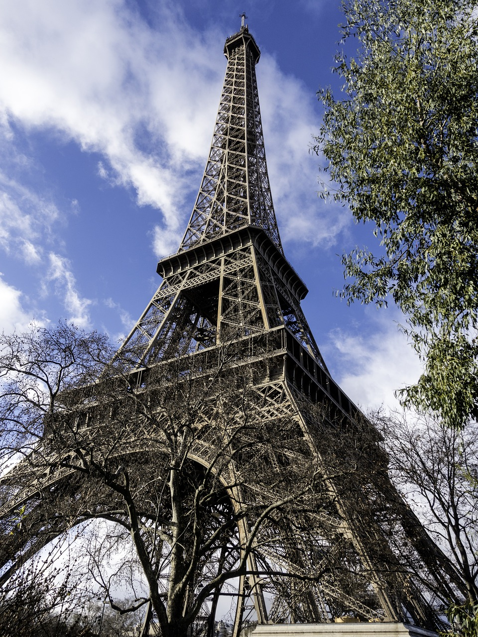 eiffel tower architecture symbol free photo