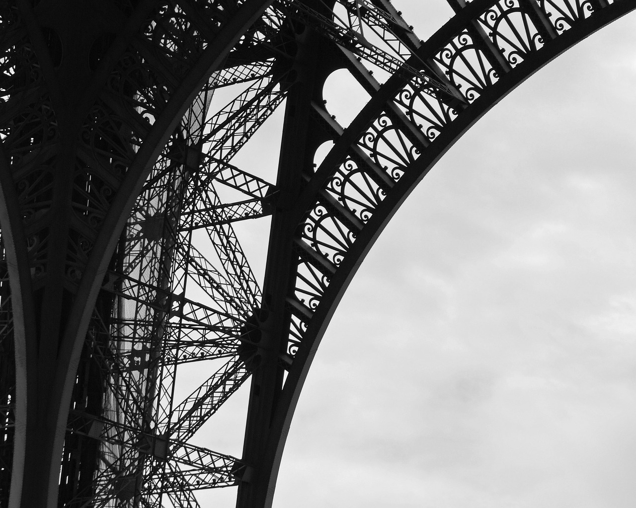 eiffel tower,paris,france,landmark,structure,monument,famous,attraction,europe,french,parisian,european,sightseeing,tourism,architectural,architecture,metallic,free pictures, free photos, free images, royalty free, free illustrations