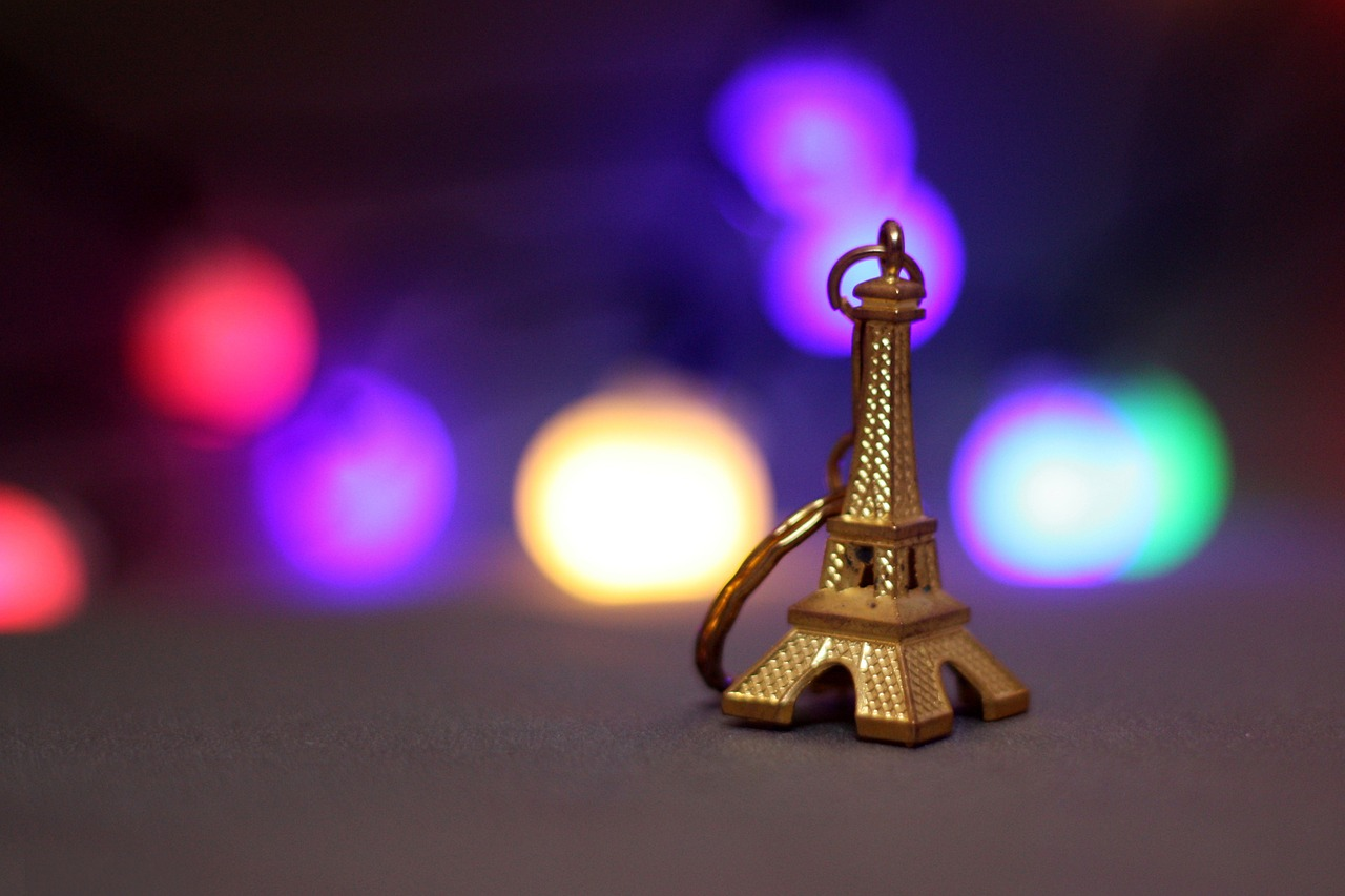 eiffel tower,souvenirs gift,bokeh,france,paris,slightly,color,gold,tower,eiffel,city,free pictures, free photos, free images, royalty free, free illustrations, public domain