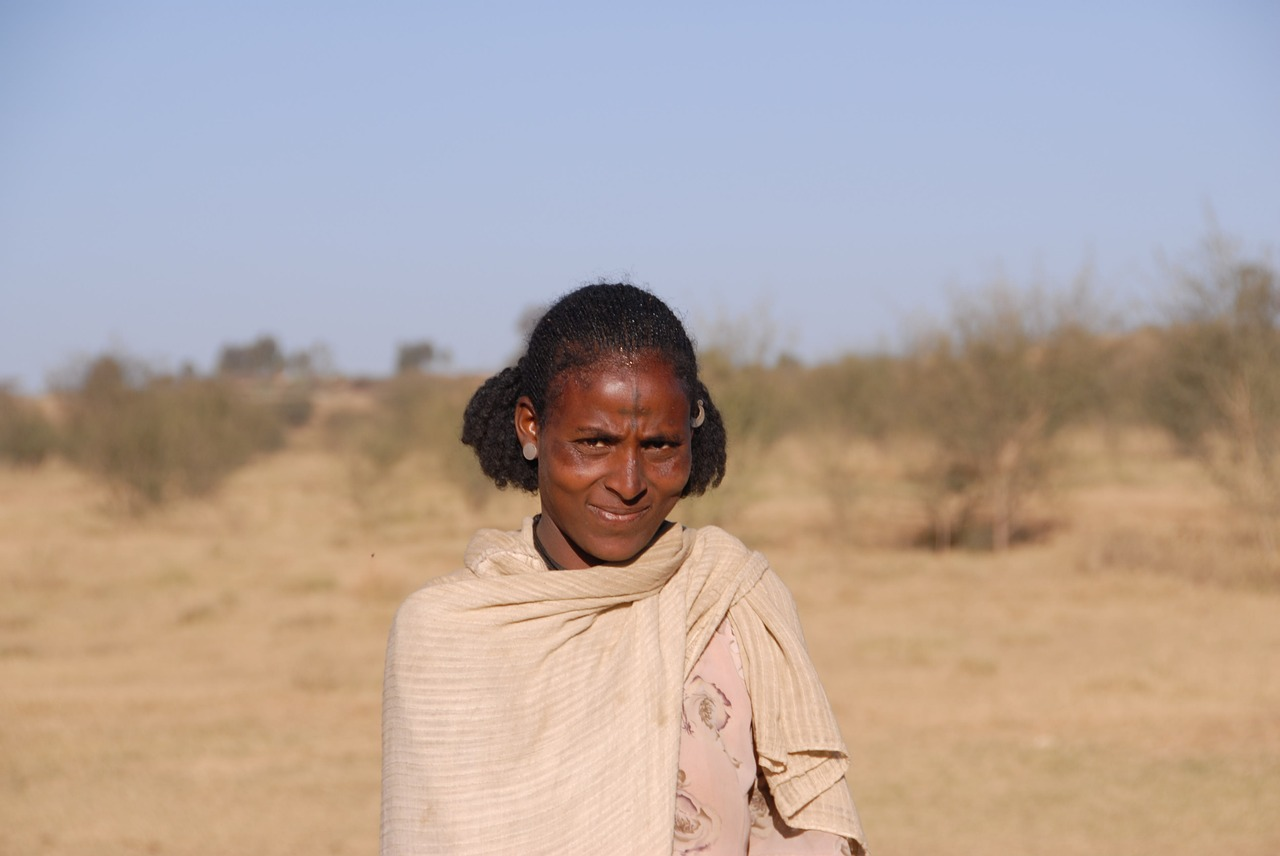 ethiopia,woman,in,desert,free pictures, free photos, free images, royalty free, free illustrations, public domain