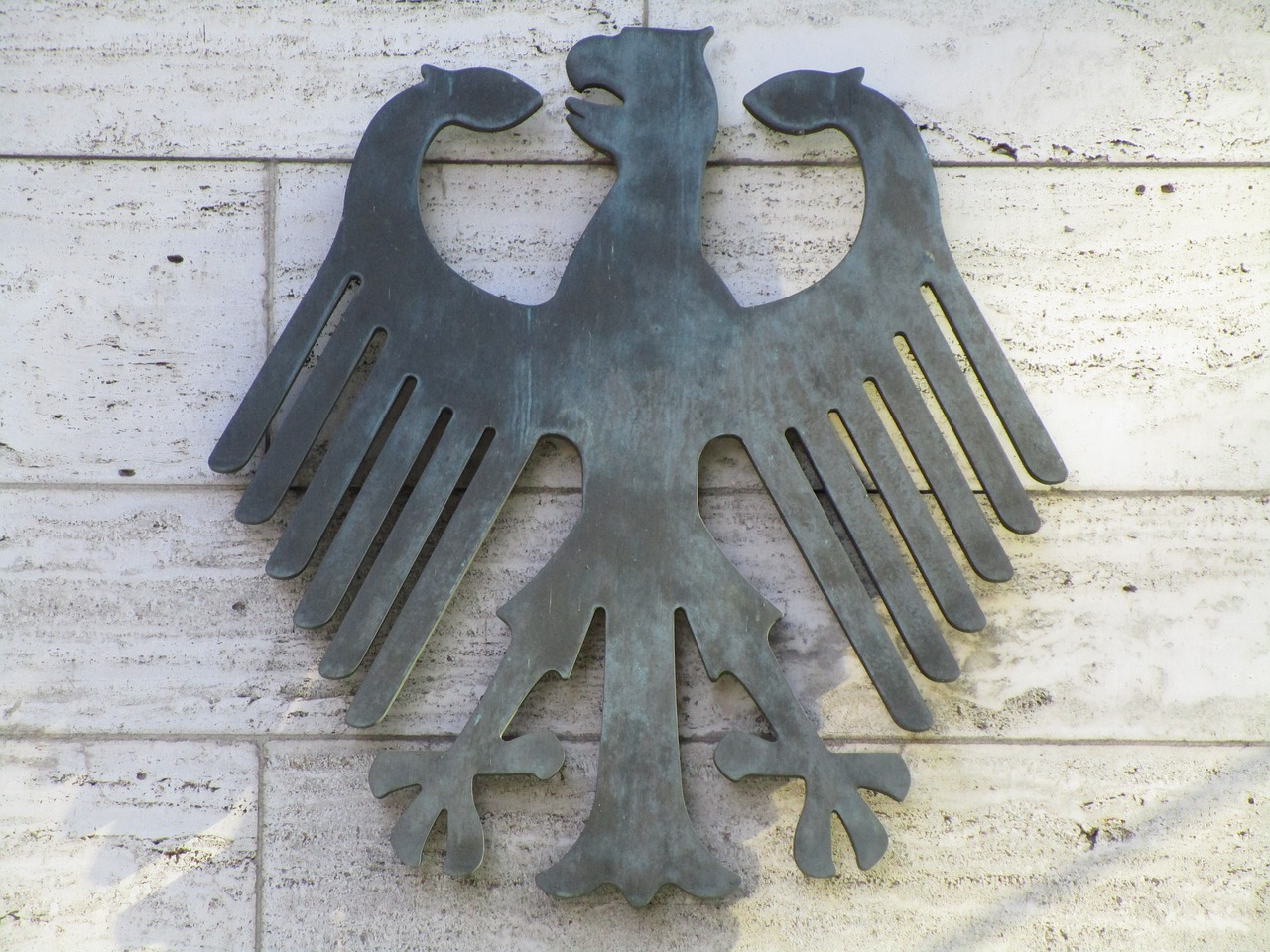 federal eagle,adler,heraldic animal,bundestag,germany,reichstag,architecture,berlin government,government,capital,law,determination,rights,government buildings,free pictures, free photos, free images, royalty free, free illustrations, public domain