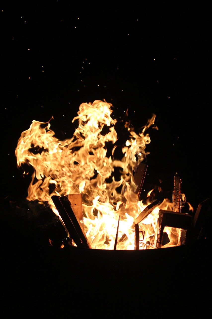 fire,hot,flame,heat,burn,embers,brand,wood fire,fiery,warm,night,glowing,free pictures, free photos, free images, royalty free, free illustrations, public domain