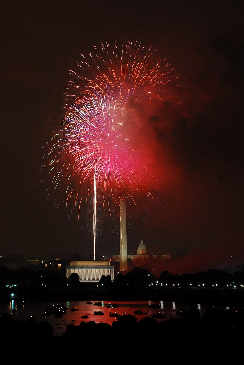 fireworks,celebration,independence day,fourth of july,national mall,washington dc,night,independence,patriotism,pyrotechnics,dazzling,awesome,fun,entertainment,free pictures, free photos, free images, royalty free, free illustrations, public domain