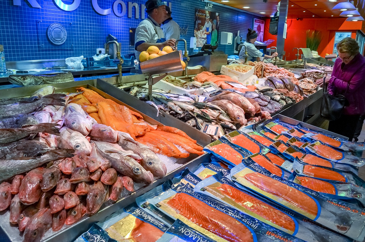 fish market,fish,market,food,seafood,fresh,healthy,ocean,raw,cuisine,dinner,ingredient,eat,delicious,cold,ice,freshness,shop,salmon,store,sale,free pictures, free photos, free images, royalty free, free illustrations, public domain