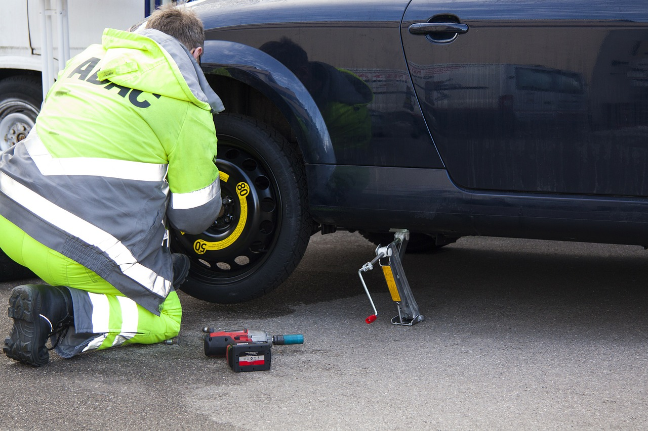 flat tire breakdown tire service free photo