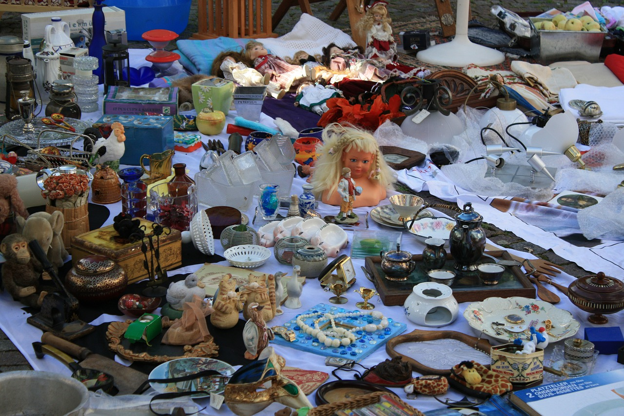 flea market browse junk free photo