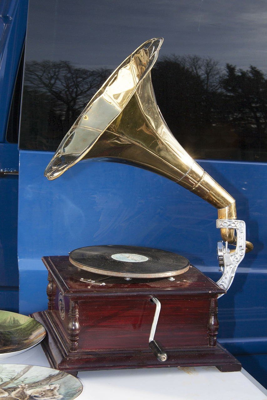 flea market gramophone playback device free photo