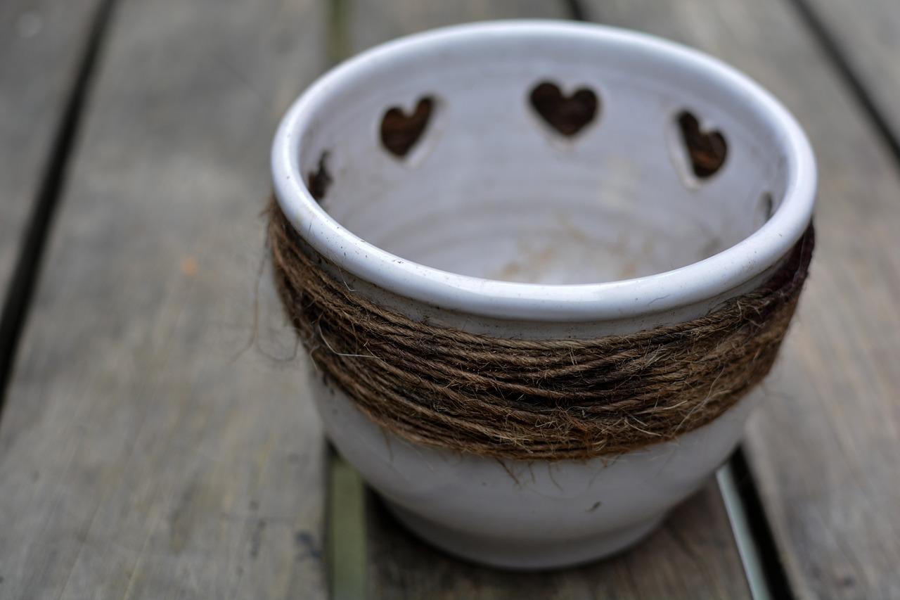 Flowerpot,pot,hearts,white pot,empty pot - free image from needpix.com