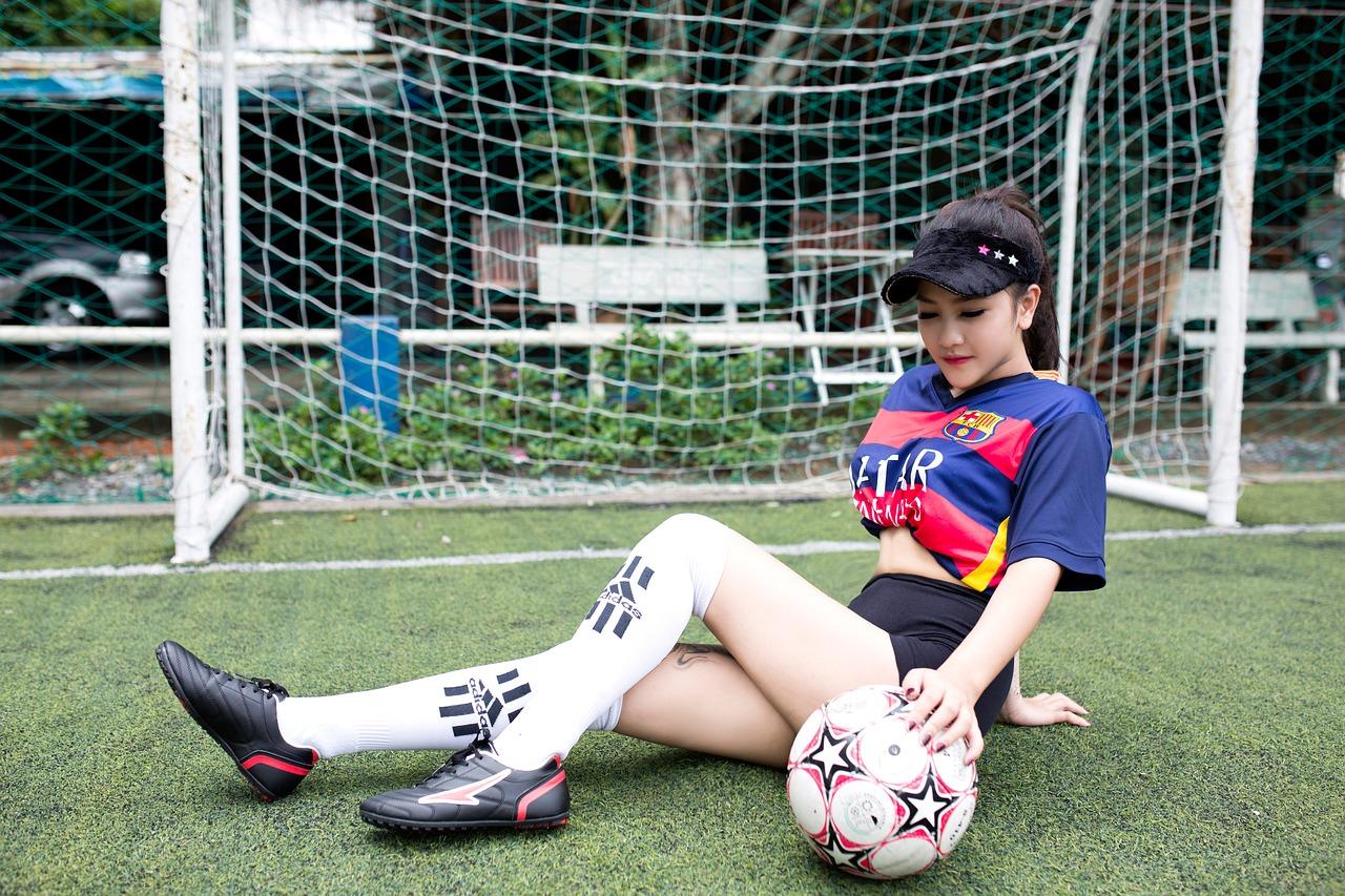 girl playing soccer - HD1280×853