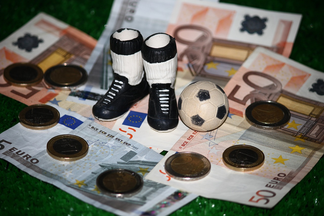 Football,money,commercial,sport,bribery - free image from needpix.com