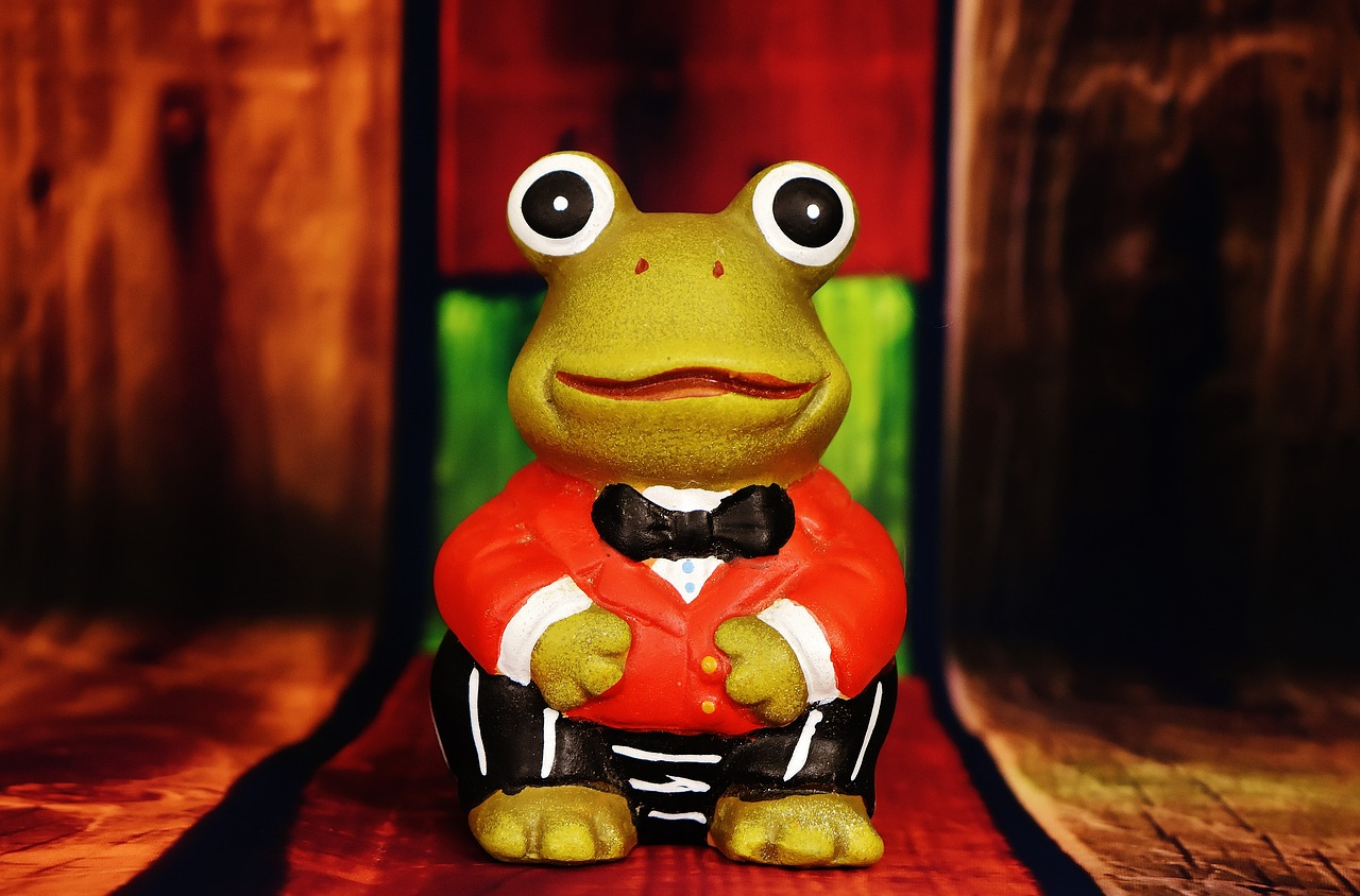 frog figure funny free photo