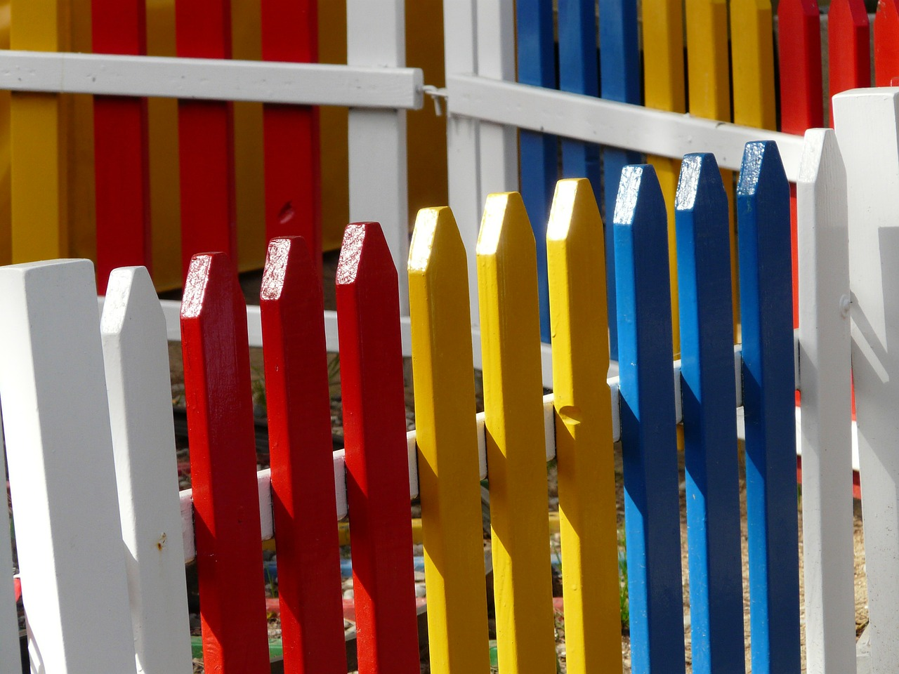 garden fence paling colorful free photo