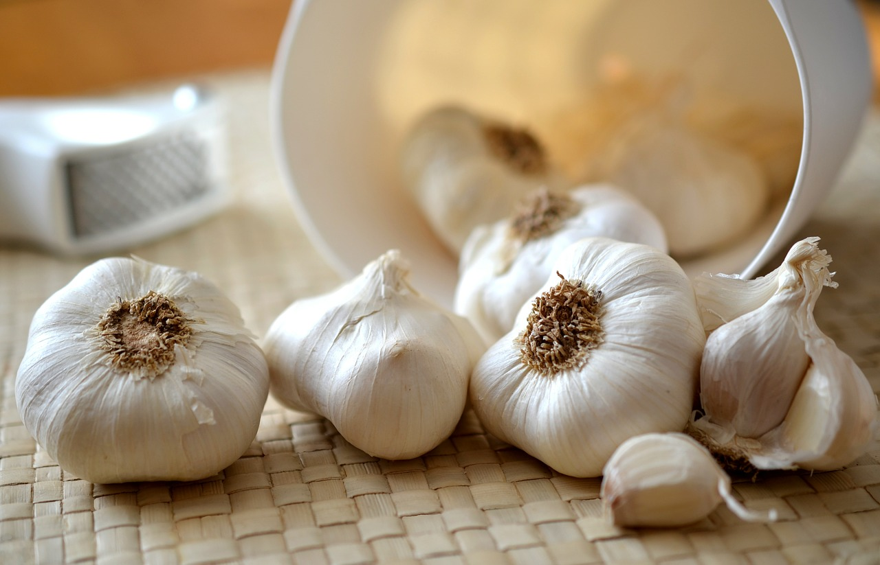 garlic cloves of garlic kitchen free photo