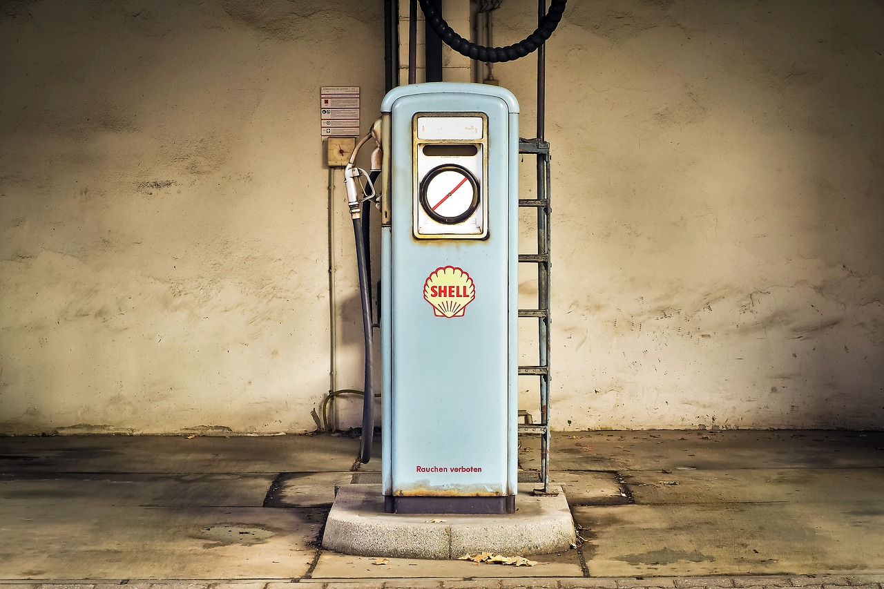 gas pump,petrol stations,petrol,gas,refuel,fuel,historically,shell,fuel pump,old,vintage,old gas station,gasoline price,free pictures, free photos, free images, royalty free, free illustrations, public domain