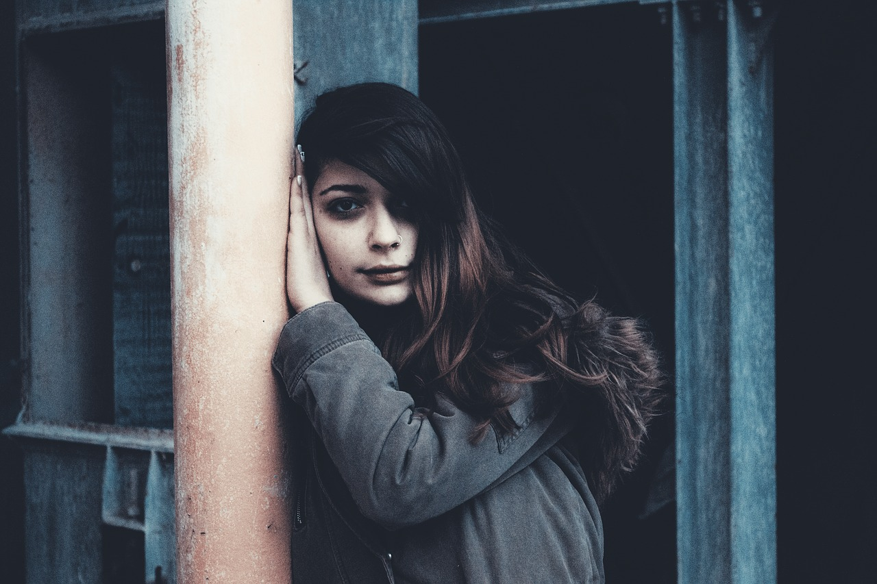 girl against the wall girl portrait sad girl portrait free photo