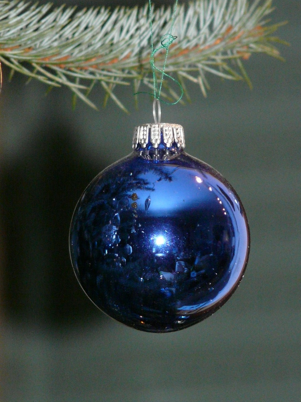 glass ball,blue,christmas,depend,sparkle,christmas time,free pictures, free photos, free images, royalty free, free illustrations, public domain