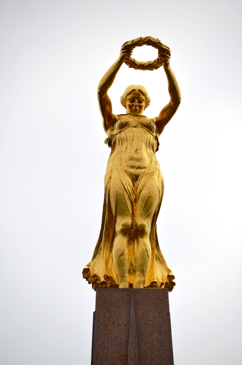 gelle fra,monument,luxembourg,nike,goddess of victory,queen of freedom,lady rosa of luxembourg,gilded bronze statue,gold statue,statue,air,symbolic,gold,free pictures, free photos, free images, royalty free, free illustrations, public domain