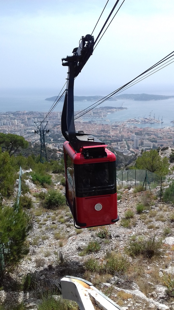 gondola  red  black free photo