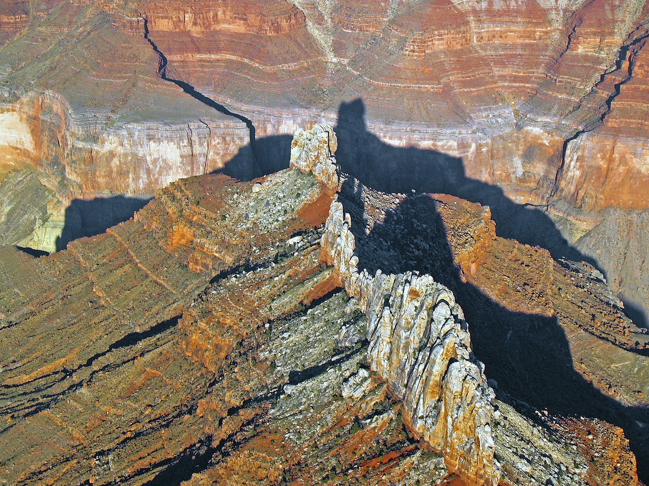 grand canyon,aerial view,landscape,nature,tourist attraction,arizona,usa,rocks,free pictures, free photos, free images, royalty free, free illustrations, public domain