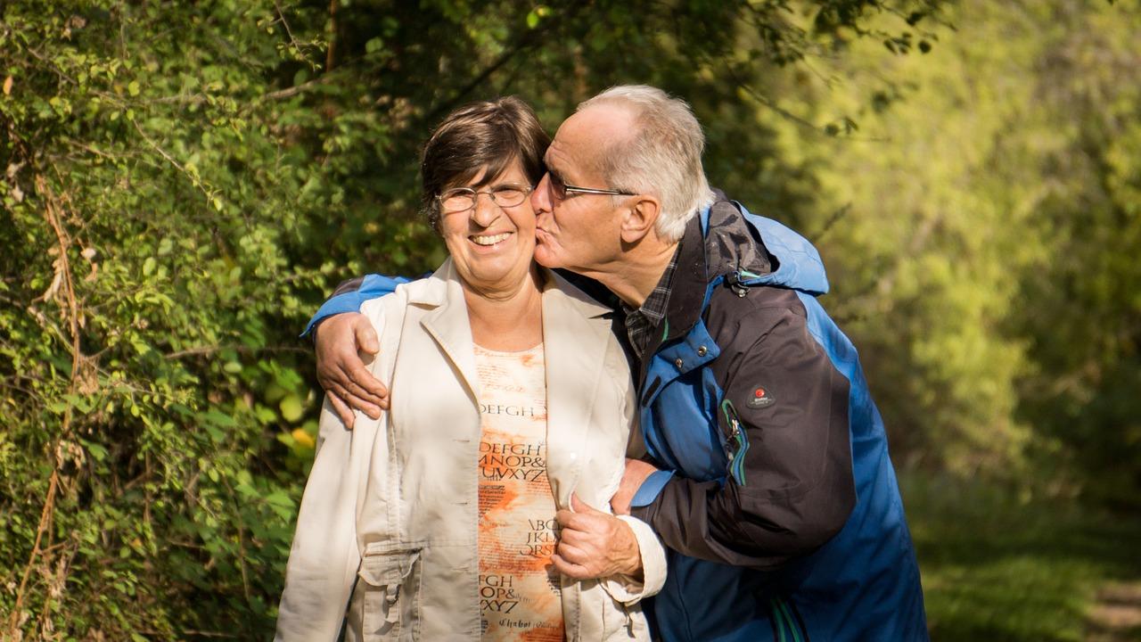 Grandparents,grandmother,grandfather,senior,happy - free image from needpix.com
