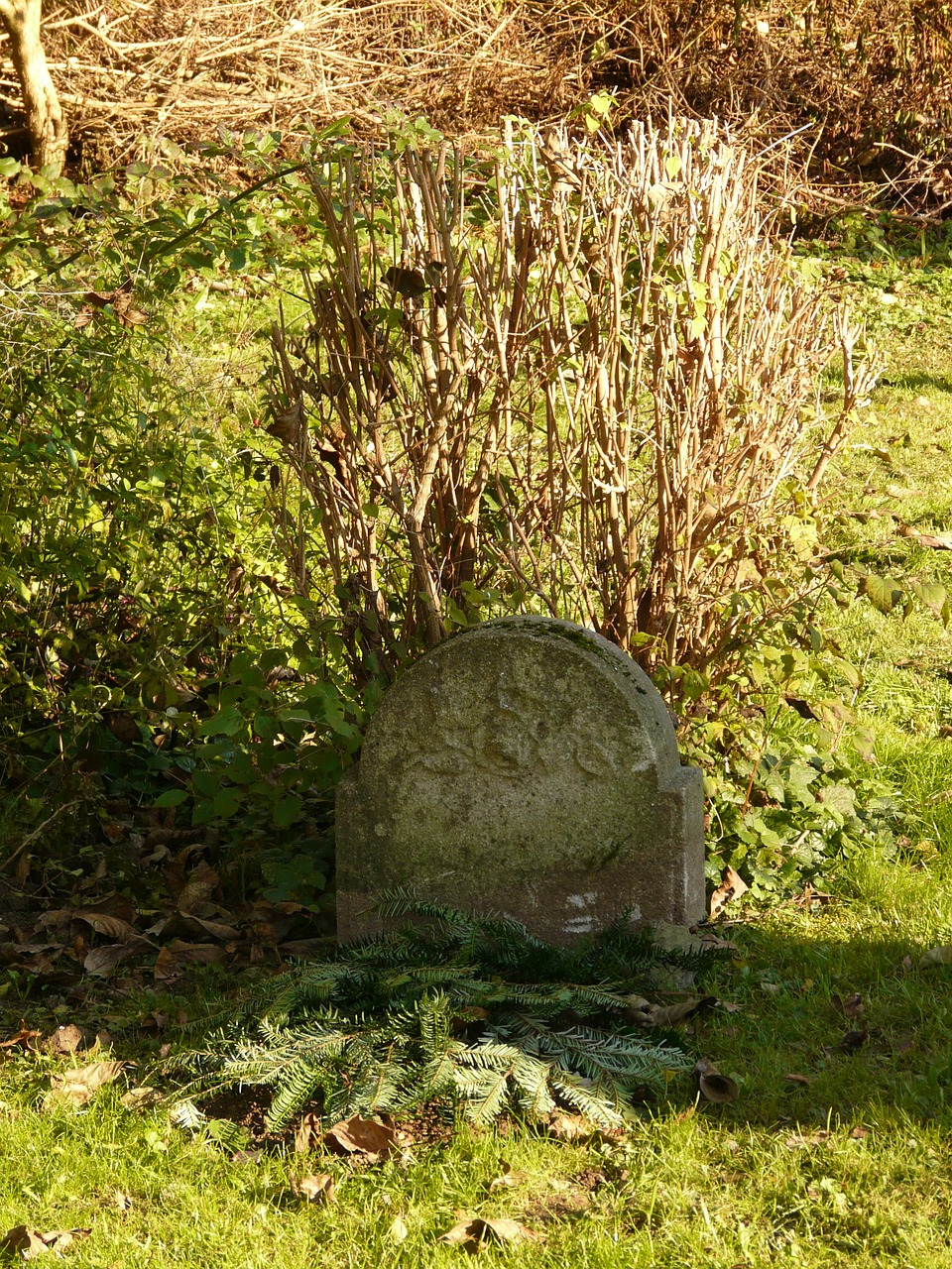 grave tombstone stone free photo