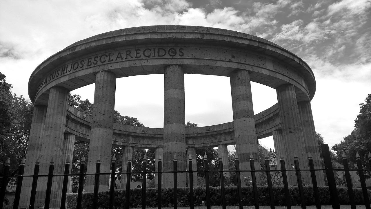 Guadalajarajaliscomexicomonumentblack and whitecemeterysadness