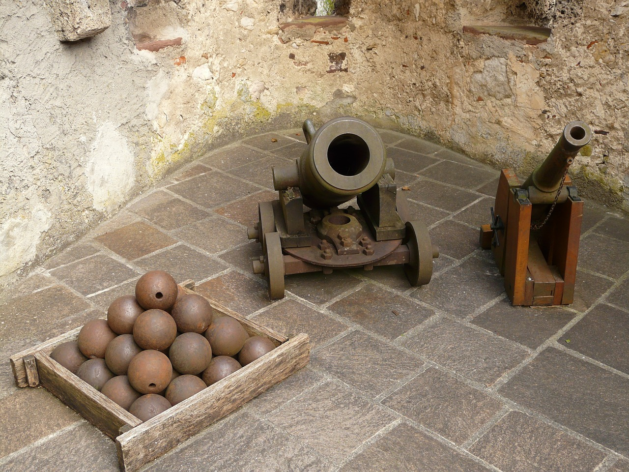 gun cannonball mortar free photo