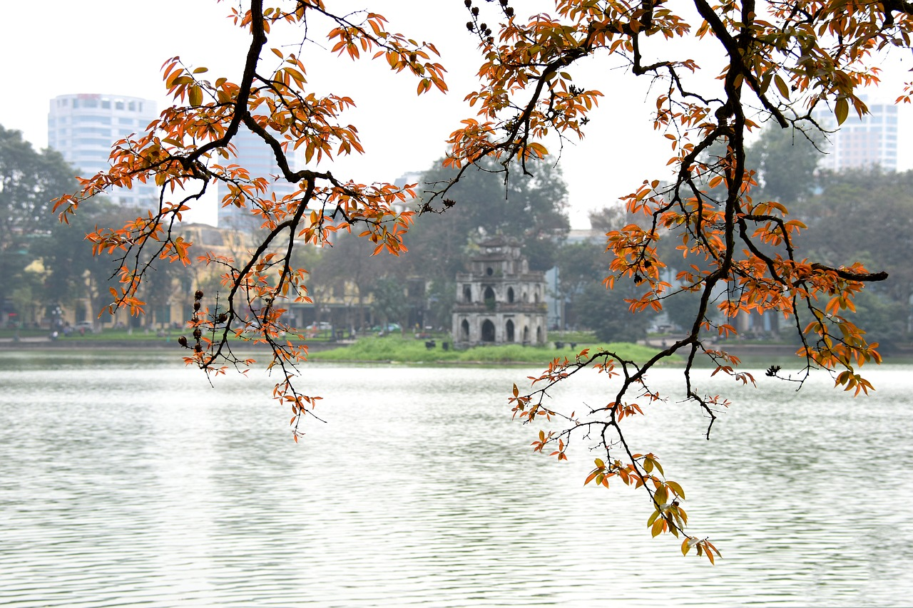 The enchanting atmosphere by the Hoan Kiem lake on a winter morning - a highlight of Vietnam package deals