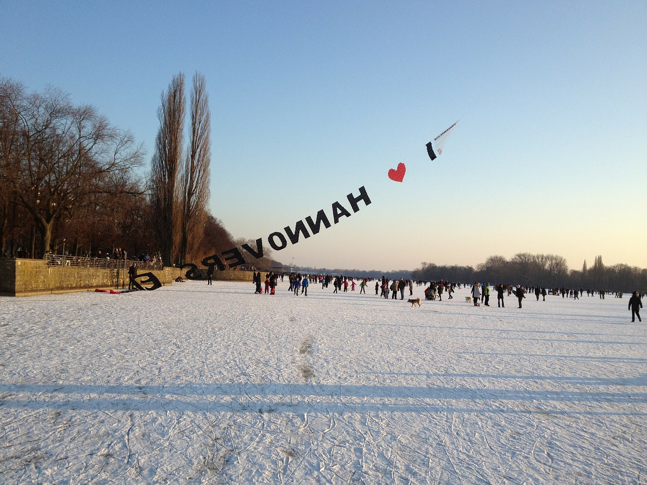 hanover,lake maschsee,frozen,skate,winter,ice skating,free pictures, free photos, free images, royalty free, free illustrations, public domain