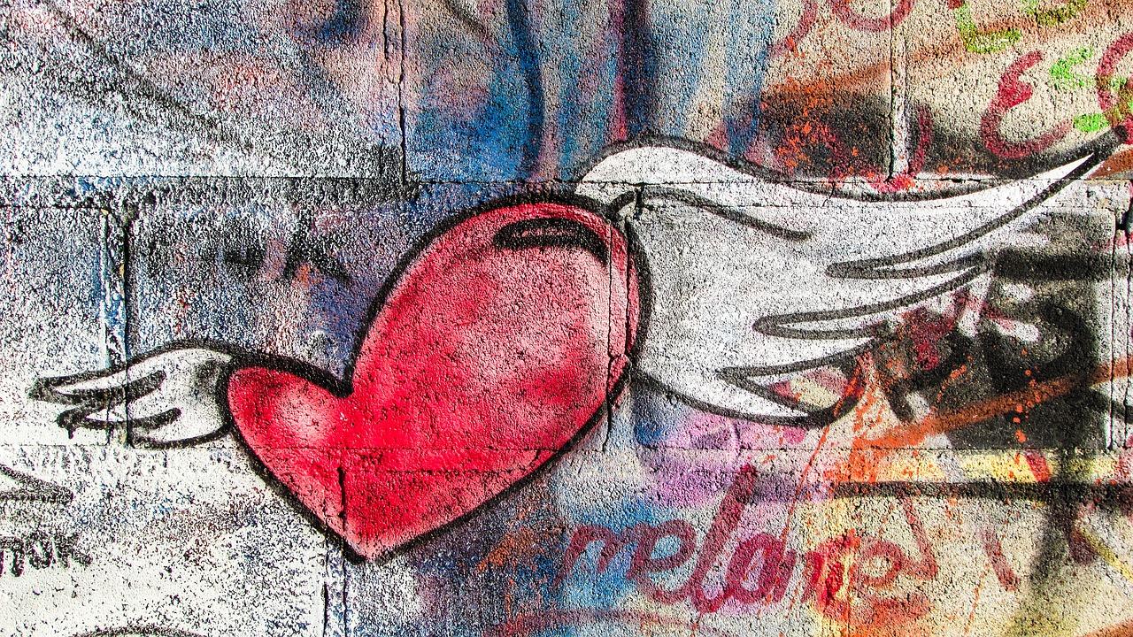 что иллюстрируя красивое граффити о любви фото изготовления пвх-панелей