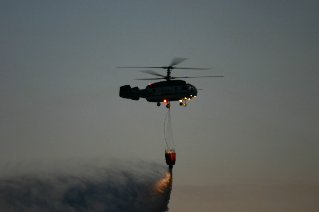 helicopter download water night free photo