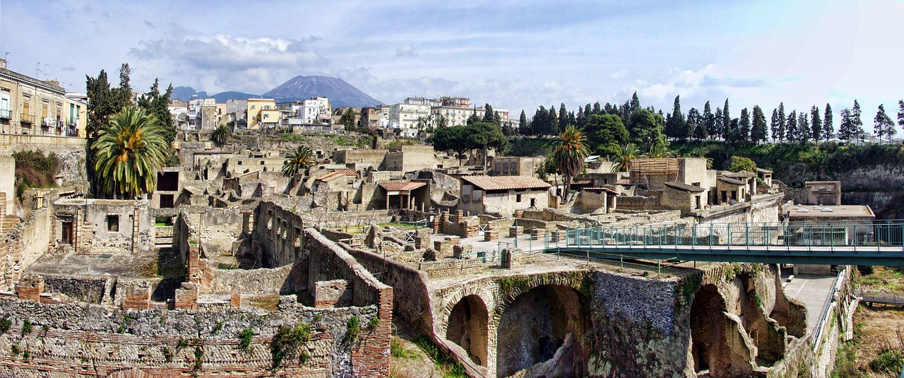 herculaneum italy archeology free photo