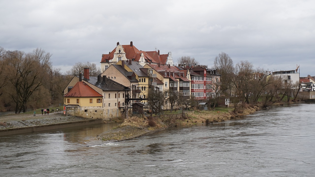 houses river regensburg free photo
